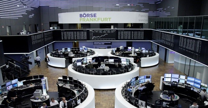 European shares retreat on oil drop, Italian government uncertainty
