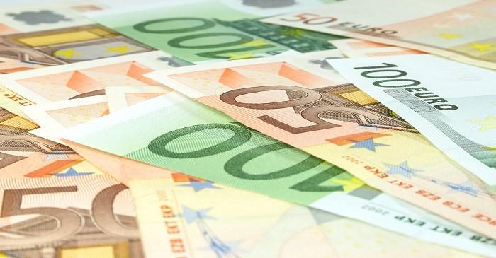 Risks and advantages of premium bonds