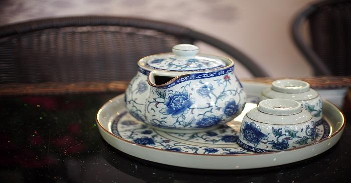 Tips to invest in vintage: Ceramics and Bone China