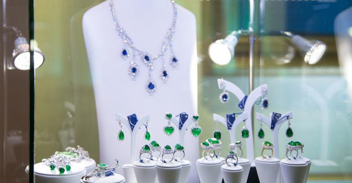 How to Invest in Gemstone Jewellery?