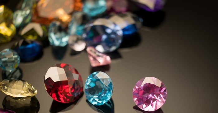 How to judge the colored gemstone