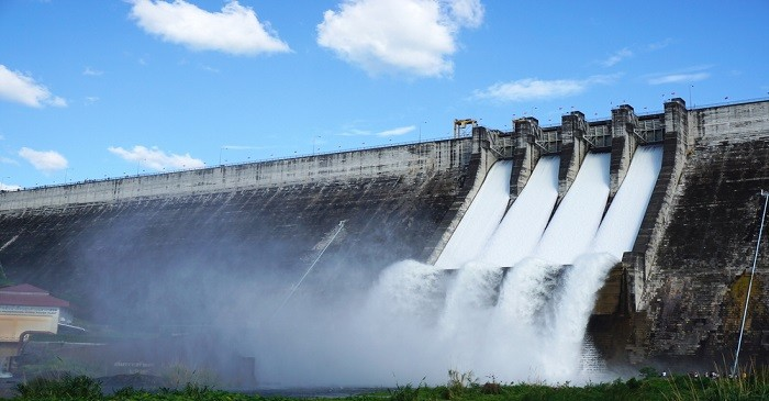 How does hydroelectric work