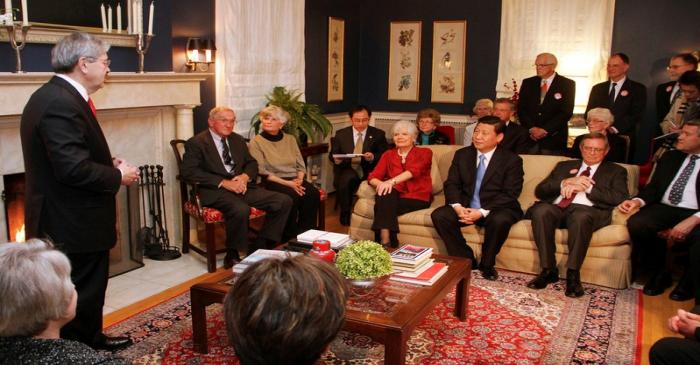 FILE PHOTO: Iowa Governor Terry Branstad (L) makes a few remarks to China's Vice President Xi