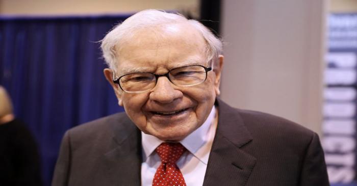 FILE PHOTO:  Berkshire Hathaway Chairman Warren Buffett walks through the exhibit hall as