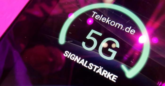 FILE PHOTO: Signal strength of Deutsche Telekom 5G displayed on a mobile device at the IFA