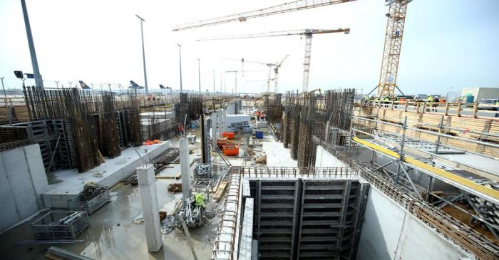 FILE PHOTO: The construction site for the new terminal 3 at Frankfurt Airport