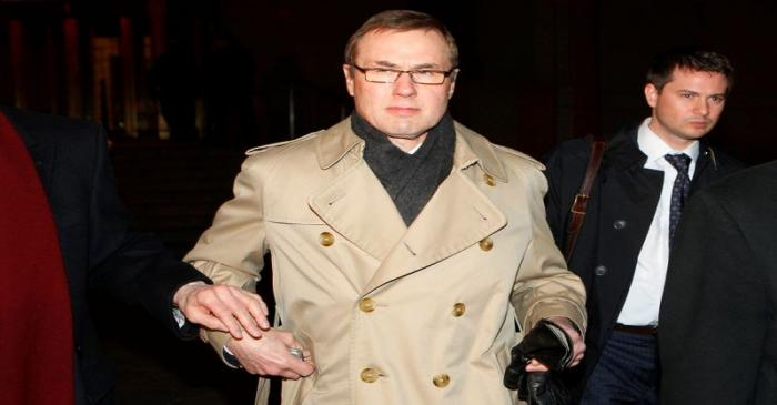 FILE PHOTO: Former Refco Chief Executive Bennett leaves Manhattan federal court after pleading