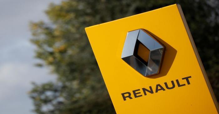 FILE PHOTO: Logo of Renault