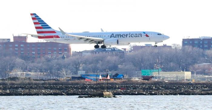 FILE PHOTO: FILE PHOTO: An American Airlines Boeing 737 MAX 8 comes in for landing at LaGuardia