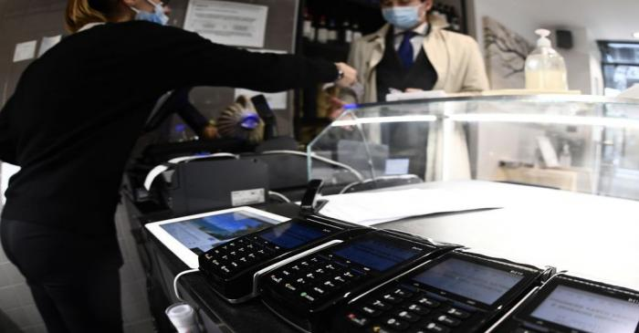 Cash vs card payments in Milan