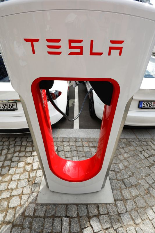 Tesla managers demonstrate V3 superchargers on German research campus in Berlin
